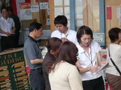 多数のお客様が来場する弊社主催の大イベントでは全営業が参加し、お客様に商品をPRします。